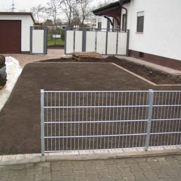 Zaunbau und Rollrasenverlegung