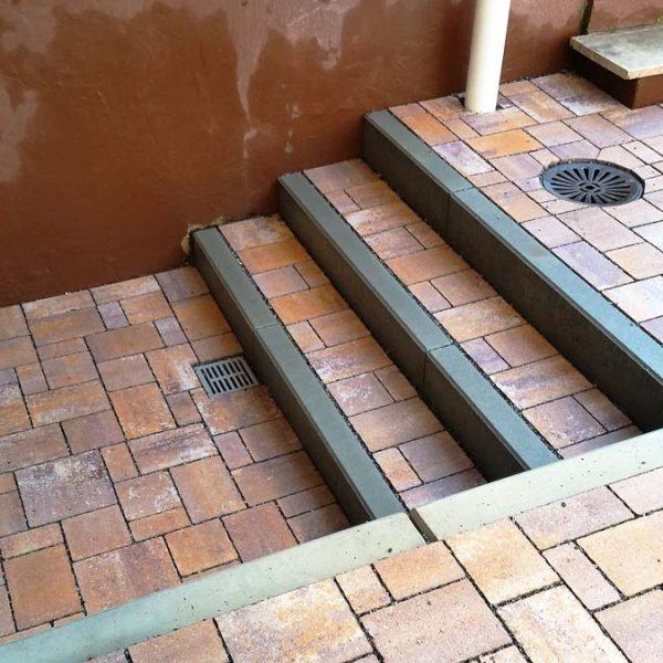 Entwässerung bei Stufen